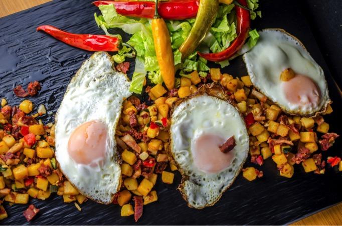 huevos rotos con chorizo-fripozo-002