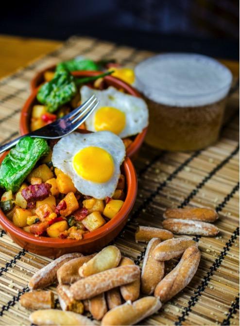 huevos-rotos-con-chorizo-fripozo-007