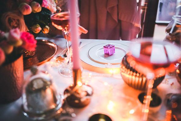 ideas-san-valentin-restaurante-cava-frutos-petalo-regalos