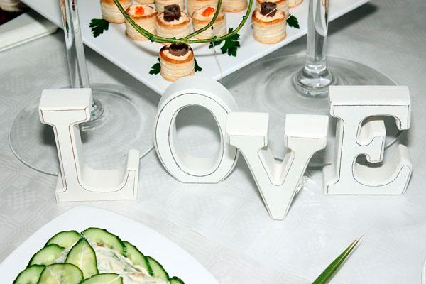 ideas-san-valentin-restaurante-centro-mesa-letras