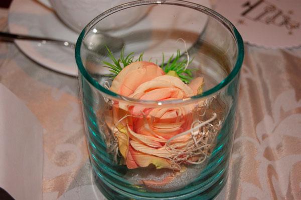 ideas-san-valentin-restaurante-recipiente-vidreo-rosa