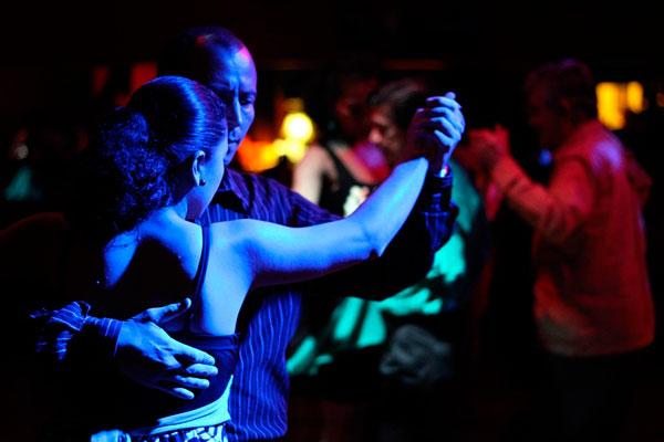noche-baile-restaurante-bar-hostelclub-fripozo