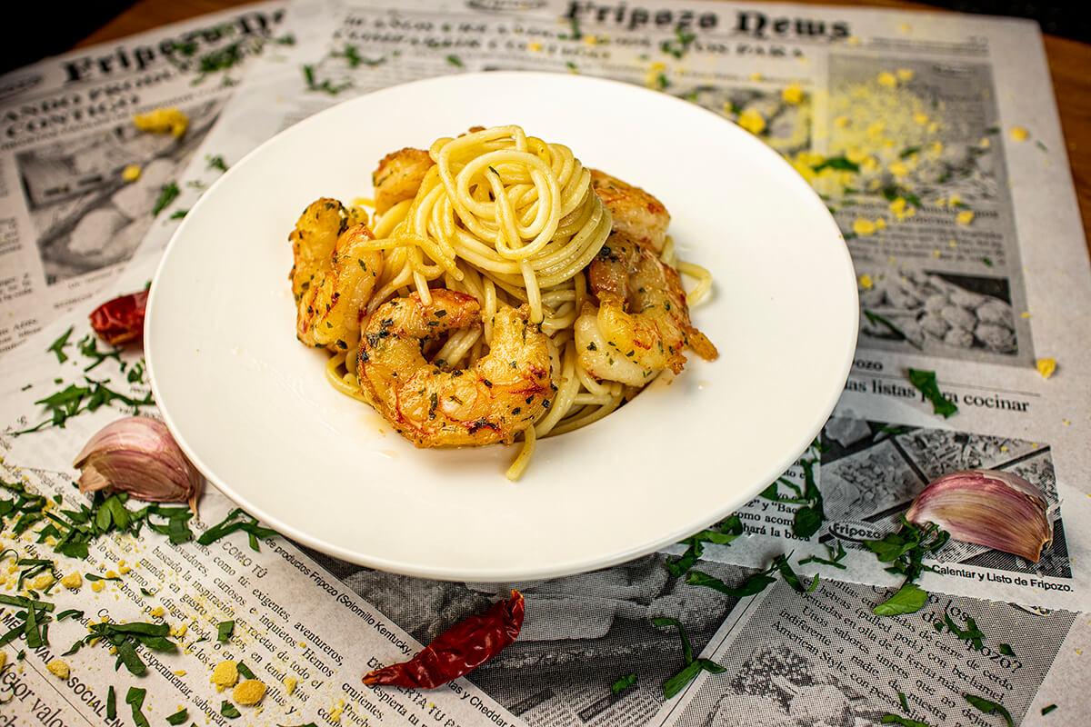 plato de gambones al ajillo con pasta